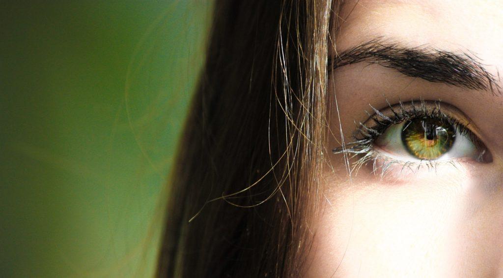 Szarkalábak, ráncos bőr fiatalon? - A szem alatti ráncok kialakulásának okai - InstanTENSE Plus